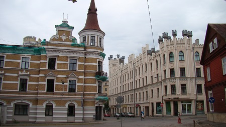 Old large buildings in Āgenskalns
