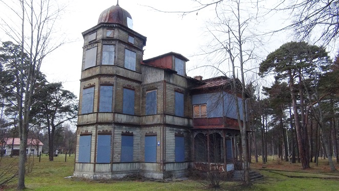 An abandoned villa in Ventspils