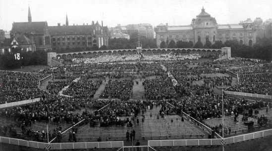 Latvian sogng festival taking place in 1931