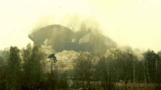 Demolition of a 16 floor tall Soviet military radar in Skrunda-2