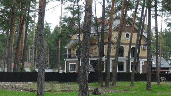 Prestigious lakeside home in Jaunie Stropi