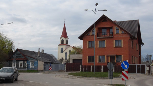 Old and new private homes with post-independence church in the New Suburb