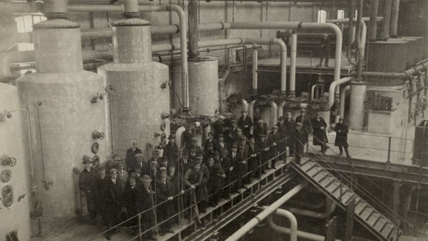 Workers in the sugar plant of Jelgava in 1920s