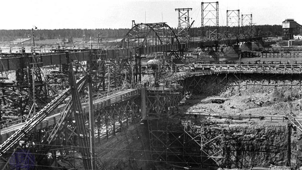 Construction of Ķegums hydroelectric plant in 1937