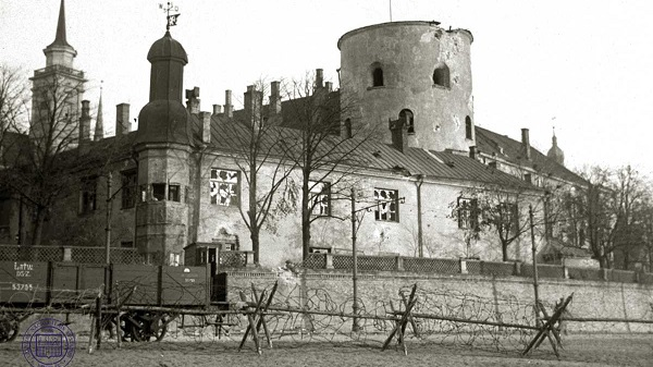 Riga Castle under Bermontian occupation in 1919