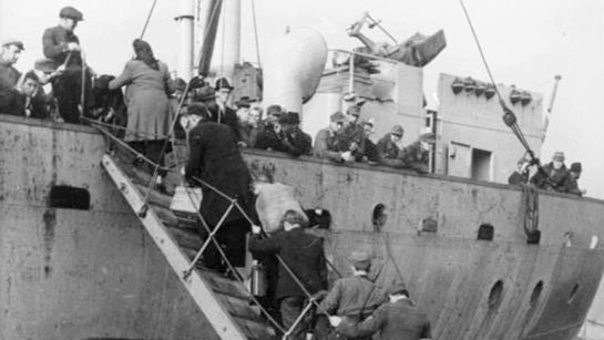 Latvians evacuate from Ventspils in 1945